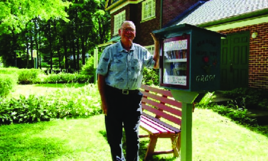 Unitarian Church Installs Book Box for Kids